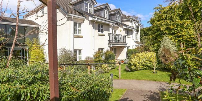 Guide Price £265,000, 2 Bedroom Flat For Sale in Liphook, Hampshire, GU30