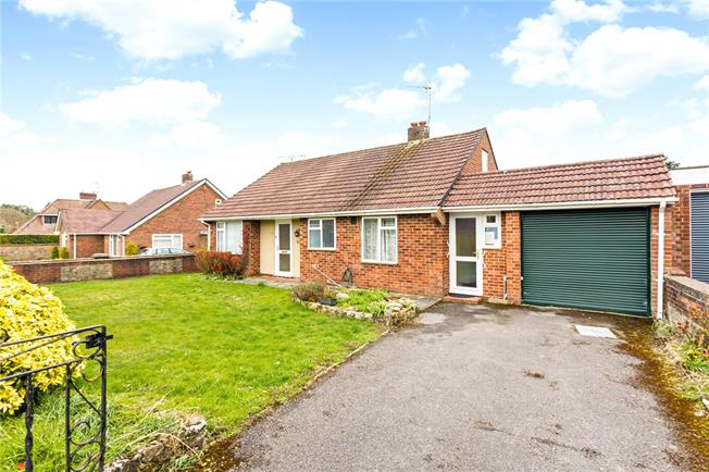 Asking Price £390,000, 3 Bedroom Bungalow For Sale in Liphook, GU30