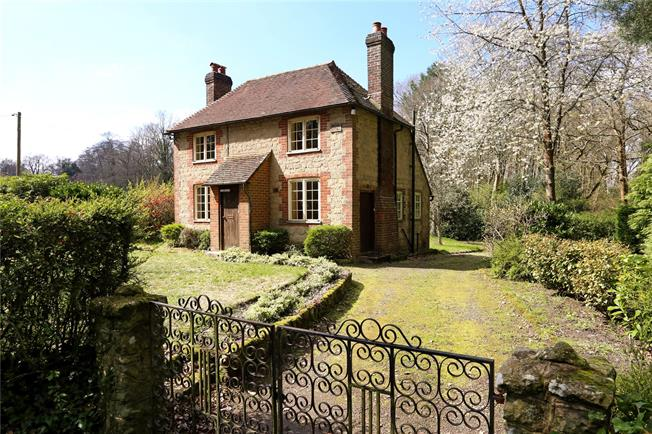 Guide Price £425,000, 2 Bedroom Detached House For Sale in Bordon, GU35
