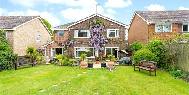 Guide Price £685,000, 4 Bedroom Detached House For Sale in Liphook, GU30