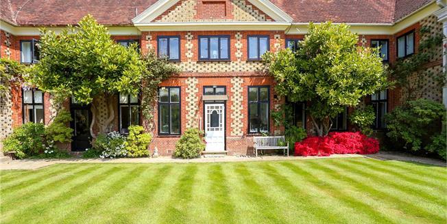 Guide Price £750,000, 3 Bedroom Town House For Sale in Bramshott, GU30