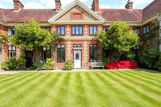 Guide Price £750,000, 3 Bedroom Town House For Sale in Liphook, Hampshire, GU30