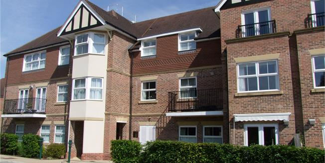 Offers in excess of £250,000, 2 Bedroom Flat For Sale in Liphook, Hampshire, GU30