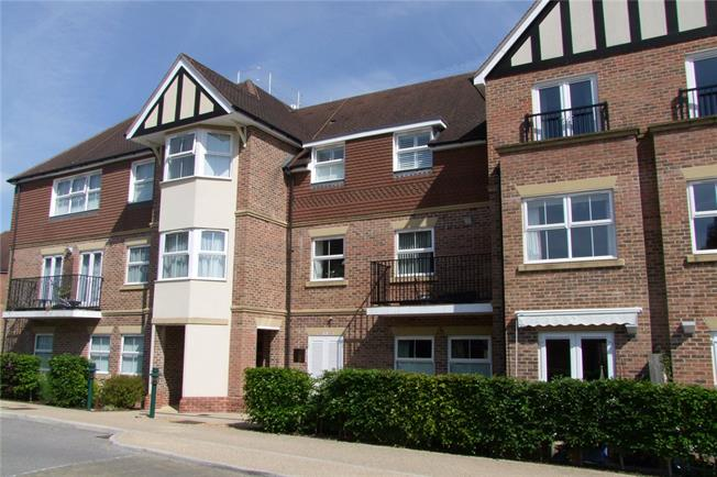 Offers in excess of £250,000, 2 Bedroom Flat For Sale in Liphook, GU30