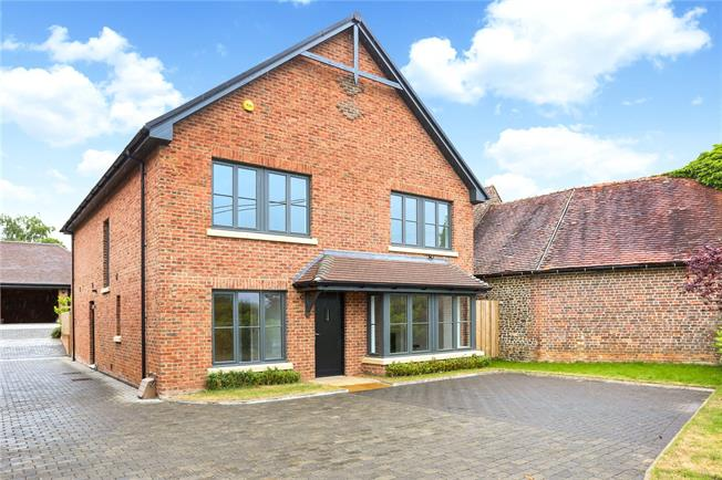 Asking Price £775,000, 4 Bedroom Detached House For Sale in Liss, GU33