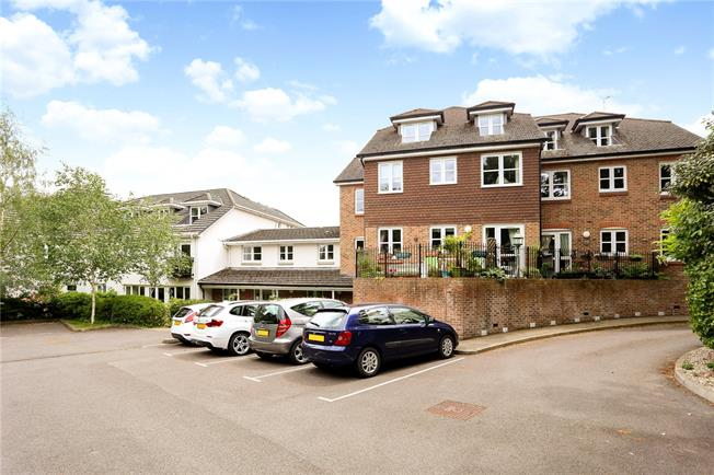 Asking Price £230,000, 2 Bedroom Flat For Sale in Liphook, Hampshire, GU30