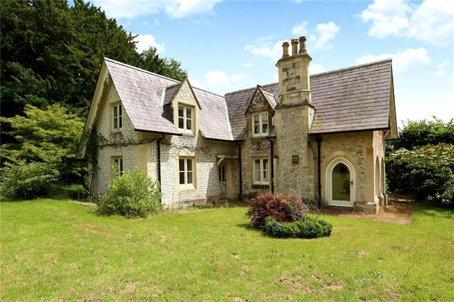 Guide Price £600,000, 4 Bedroom Detached House For Sale in Petersfield, GU31