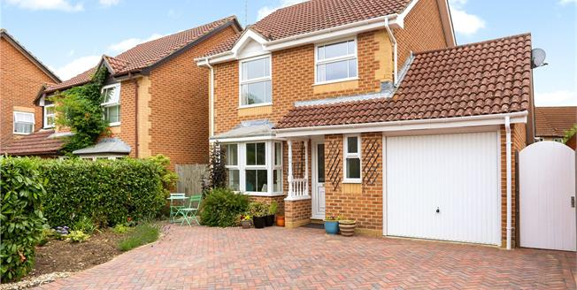 Guide Price £450,000, 3 Bedroom Detached House For Sale in Hampshire, GU30
