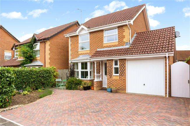 Guide Price £450,000, 3 Bedroom Detached House For Sale in Liphook, GU30