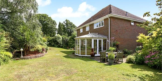 Guide Price £750,000, 4 Bedroom Detached House For Sale in Grayshott, GU26