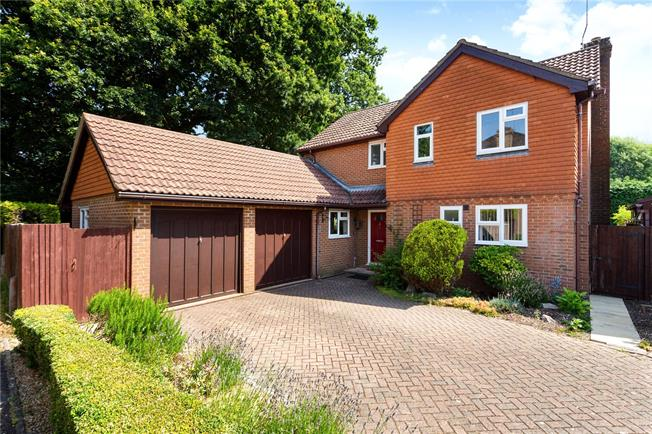 Guide Price £525,000, 4 Bedroom Detached House For Sale in Lindford, GU35