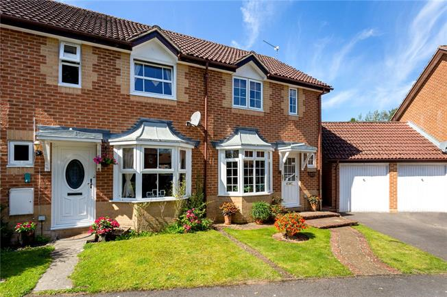 Guide Price £350,000, 2 Bedroom Semi Detached House For Sale in Liphook, GU30