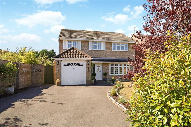 Guide Price £510,000, 4 Bedroom Detached House For Sale in Whitehill, GU35
