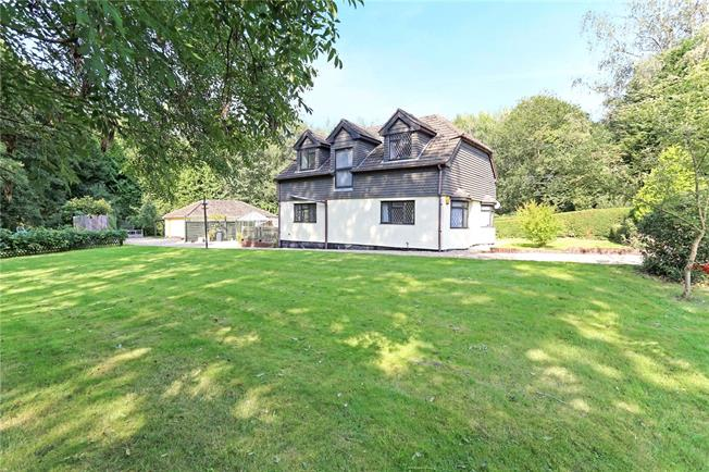 Guide Price £670,000, 4 Bedroom Detached House For Sale in Liphook, GU30