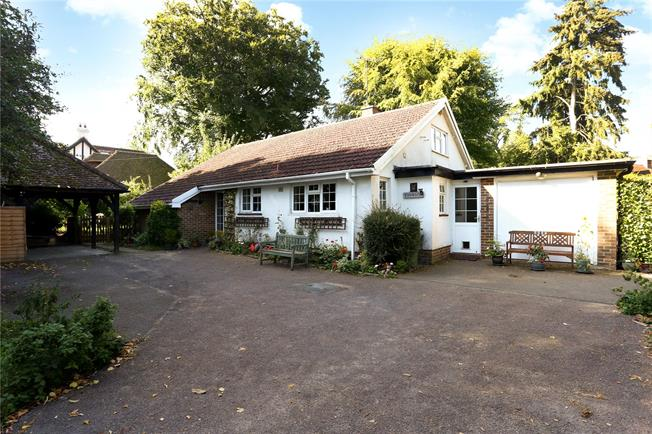 Guide Price £550,000, 4 Bedroom Bungalow For Sale in Liphook, GU30