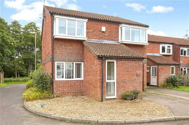 Guide Price £350,000, 4 Bedroom Detached House For Sale in Bordon, GU35