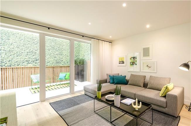 Asking Price £585,000, 3 Bedroom Flat For Sale in London, NW9