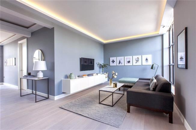Asking Price £850,000, 3 Bedroom Flat For Sale in London, W3
