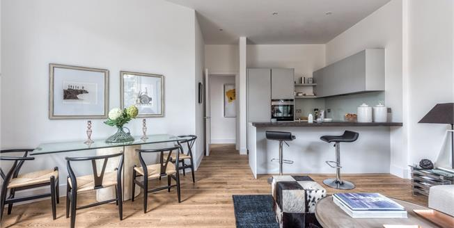 Asking Price £675,000, 2 Bedroom Flat For Sale in Putney, London, SW15