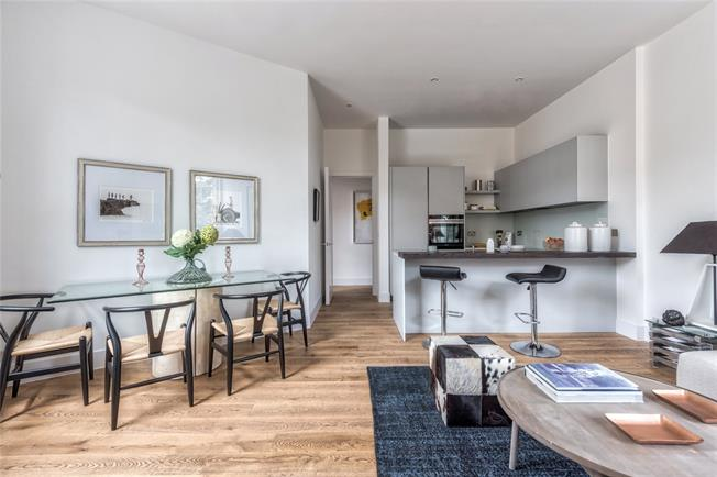 Asking Price £675,000, 2 Bedroom Flat For Sale in Putney, London, SW15