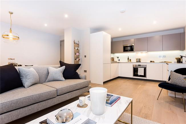 Asking Price £860,000, 3 Bedroom Flat For Sale in Ealing, W13