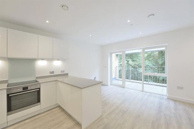Asking Price £420,000, 1 Bedroom Flat For Sale in London, E3