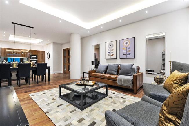 Asking Price £745,000, 2 Bedroom Flat For Sale in London, N10