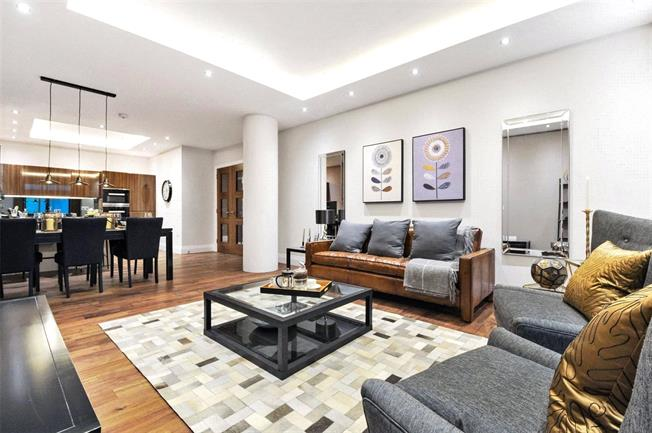 Asking Price £870,000, 2 Bedroom Flat For Sale in London, N10