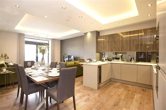 Asking Price £915,000, 2 Bedroom Flat For Sale in London, N10
