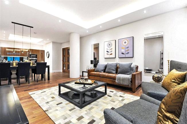 Asking Price £925,000, 2 Bedroom Flat For Sale in London, N10