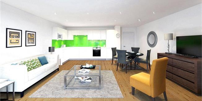 Asking Price £880,000, 2 Bedroom Flat For Sale in London, N1