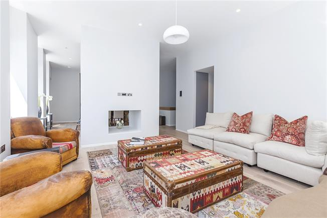 Asking Price £2,950,000, 2 Bedroom Flat For Sale in London, EC1M