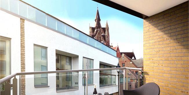 Asking Price £875,000, 2 Bedroom Flat For Sale in London, N1