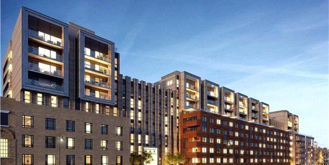 Guide Price £1,275,000, 3 Bedroom Flat For Sale in Wharf Road, London, N1