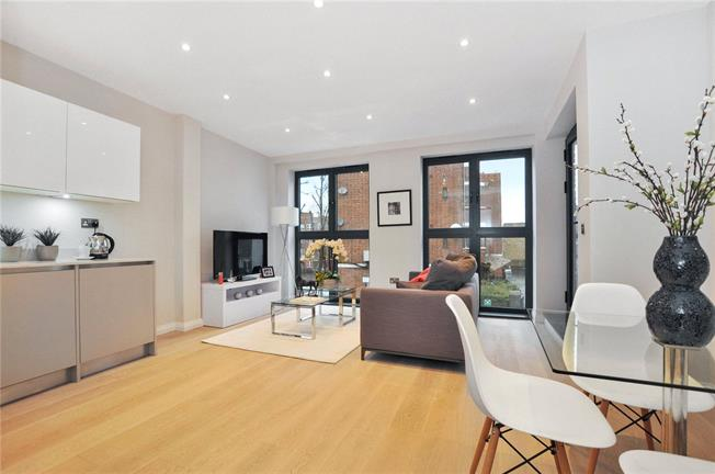 Asking Price £495,000, 1 Bedroom Flat For Sale in London, N7