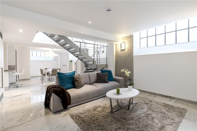 Asking Price £1,685,000, 2 Bedroom Flat For Sale in London, SW1P
