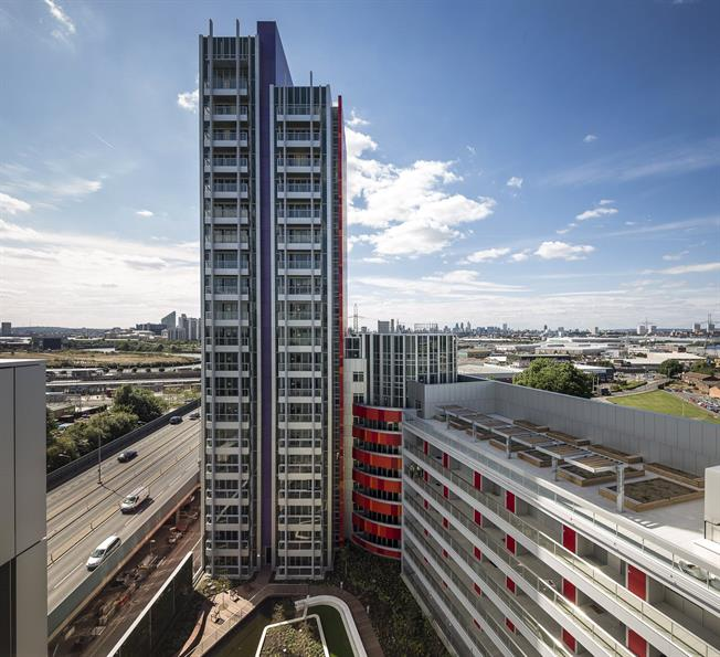 Asking Price £475,000, 2 Bedroom Flat For Sale in London, E16