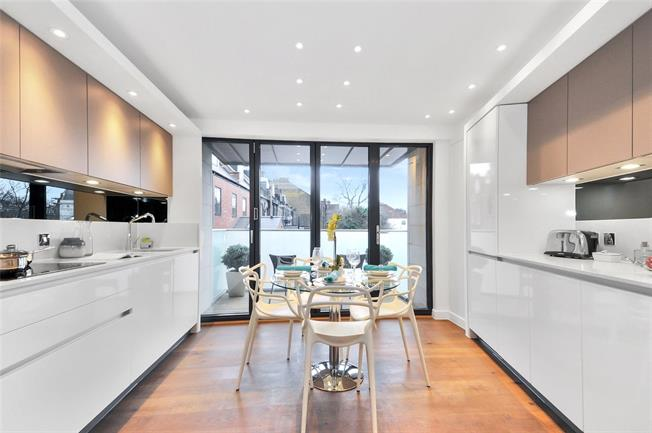Asking Price £995,000, 3 Bedroom Flat For Sale in London, N5