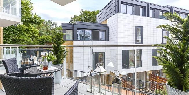 Asking Price £845,000, 2 Bedroom Flat For Sale in London, N1