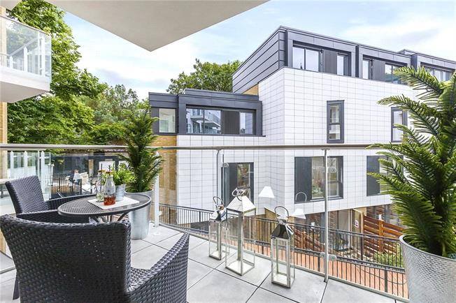Asking Price £845,000, 2 Bedroom Flat For Sale in London, N1