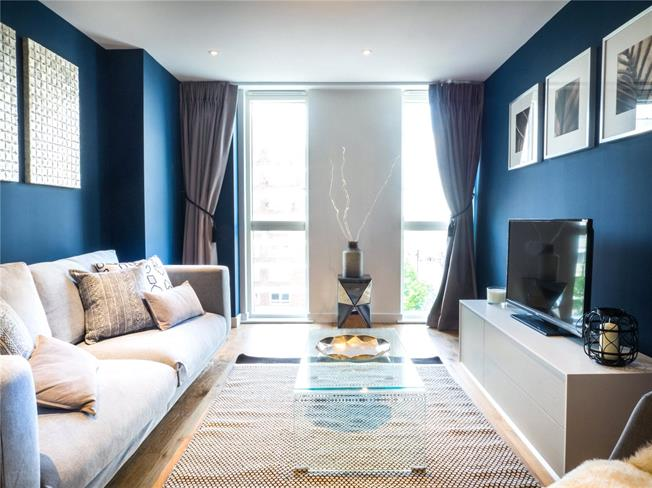 Asking Price £665,000, 2 Bedroom Flat For Sale in London, W6