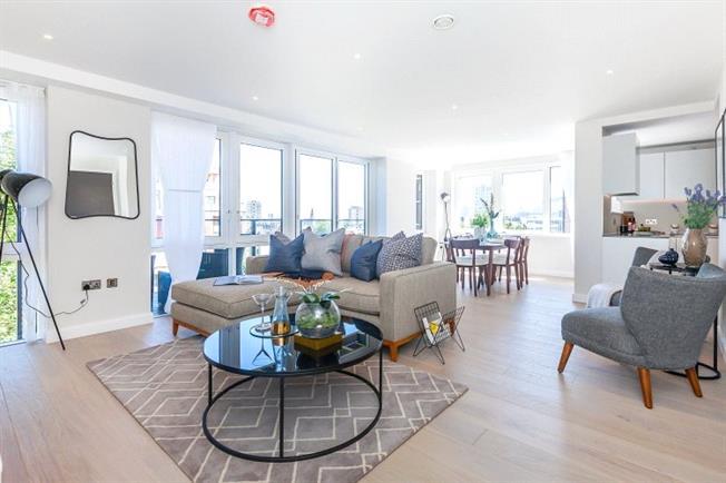 Asking Price £1,325,000, 3 Bedroom Flat For Sale in Wharf Road, London, N1