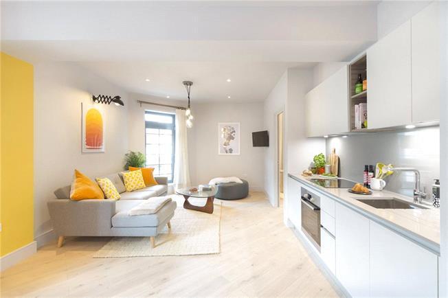 Asking Price £315,000, 1 Bedroom Flat For Sale in Brentford, TW8