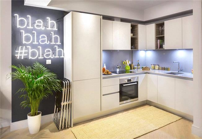 Asking Price £345,000, 1 Bedroom Flat For Sale in Brentford, TW8