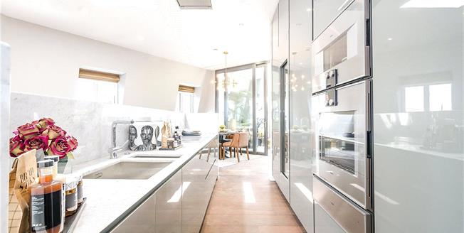 Asking Price £4,000,000, 3 Bedroom Flat For Sale in London, SW1P
