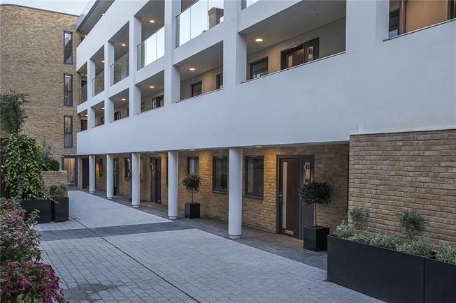 Asking Price £1,275,000, 3 Bedroom Flat For Sale in London, SW1P