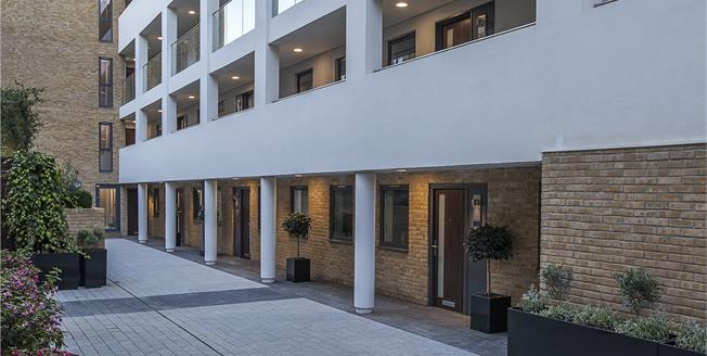 Asking Price £1,077,000, 2 Bedroom Flat For Sale in London, SW1P