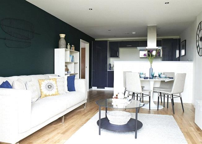 Asking Price £800,000, 2 Bedroom Flat For Sale in London, TW8