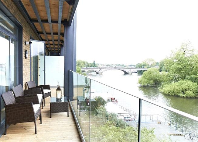 Asking Price £740,000, 2 Bedroom Flat For Sale in London, TW8