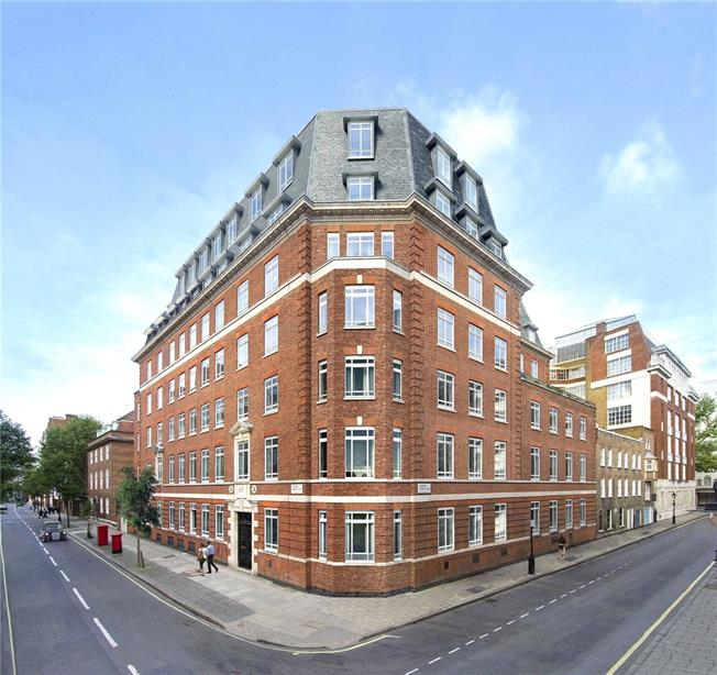 Asking Price £2,695,000, 3 Bedroom Flat For Sale in London, SW1P